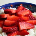 Milchreich mit Erdbeeren