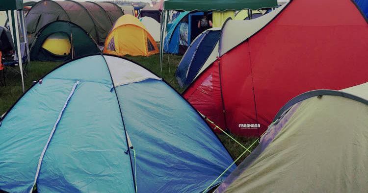 Zelte auf einem Festival